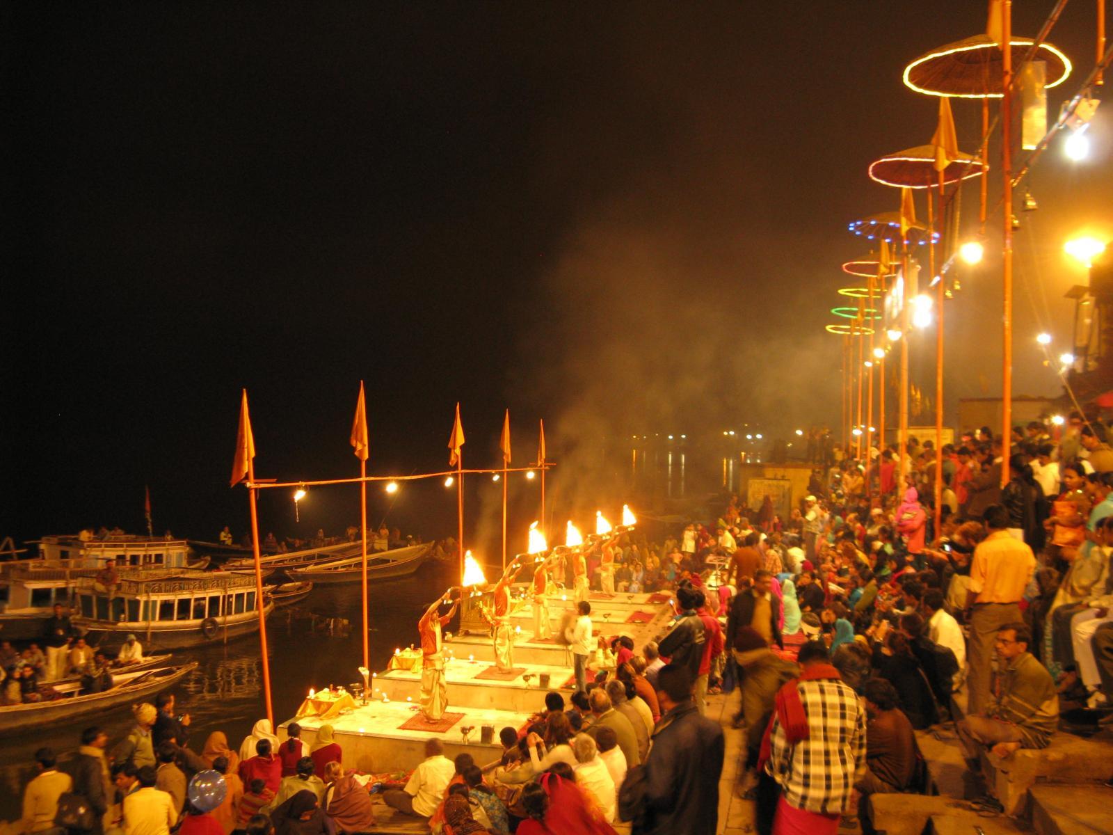 Guía esencial para el Ganga Aarti en India